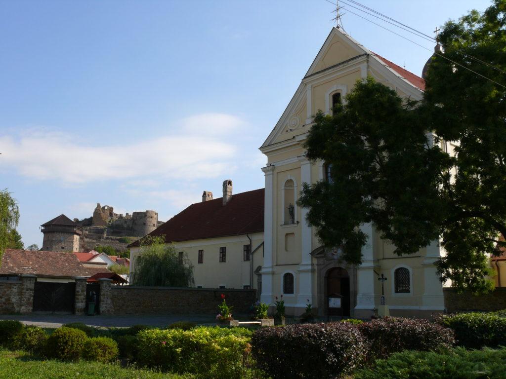 Farský kostol nanebovzatia Panny Márie a františkánsky kláštor. Foto - Mesto Fiľakovo