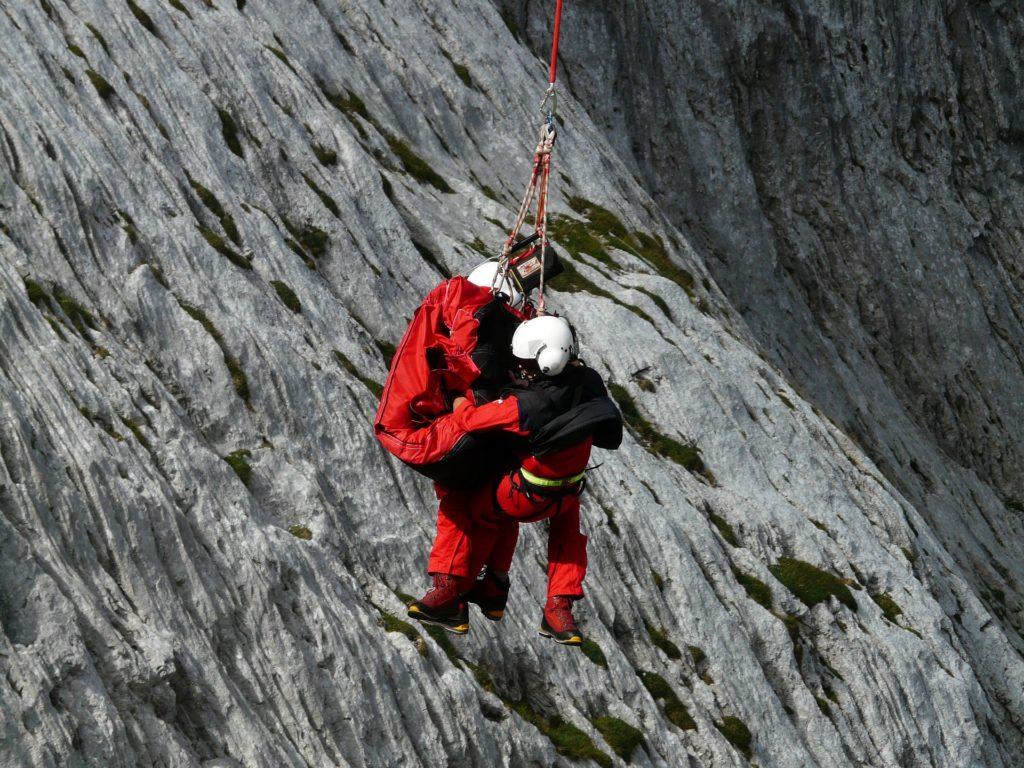 Poistenie-horská-záchranná-služba-vysoké-tatry-mesto-turisti-dovolenka